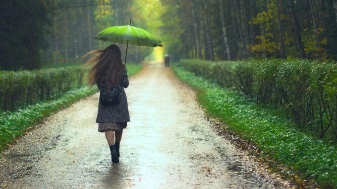 Prognoza pogody na dziś: miejscami będzie deszczowo. W całym kraju odczujemy chłód