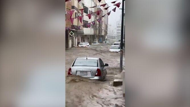 Tak po ulewnych opadach wygląda ulica w Arabii Saudyjskiej